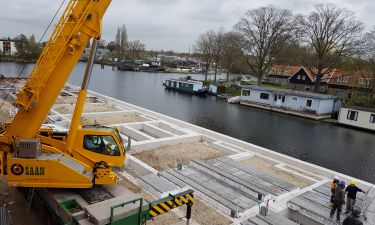 Start nieuwbouw Vrije Kade te Amsterdam
